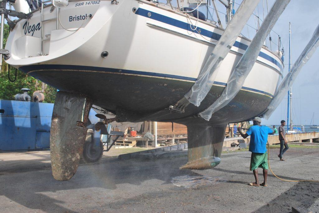 Vega hull cleaning 2 (3) (1280x857)